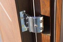 Железная дверь считается самой надежной дверью для дома.