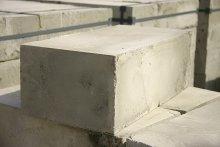 Современные компании производители материалов для строительства предлагают потребителю широкий выбор своей продукции, среди которой не последнее место занимает такой строительный материал, как пенобетонные блоки.